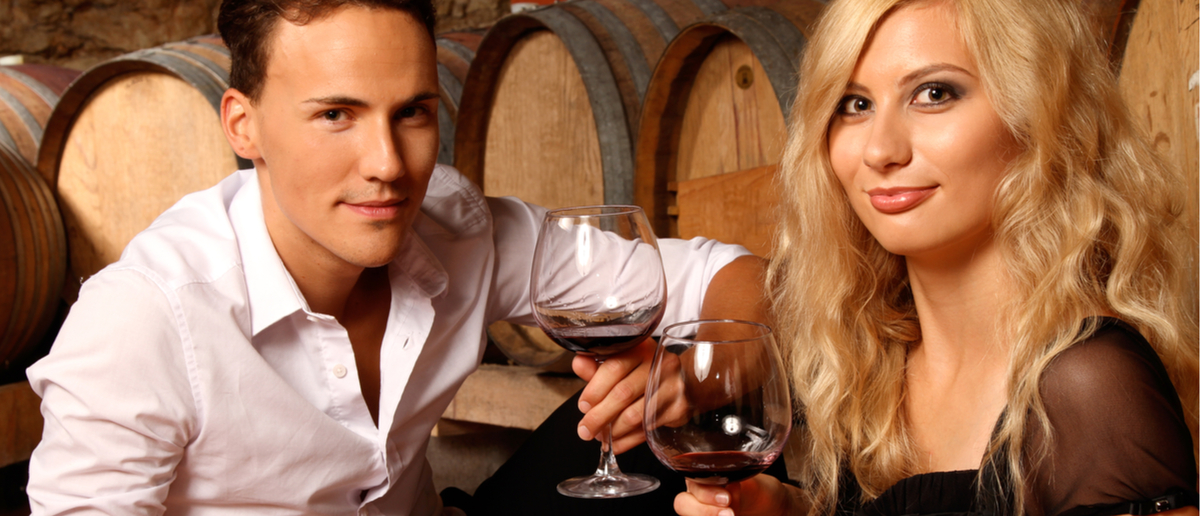 A man and a woman drink some wine (Photo: Shutterstock/Werner Heiber)