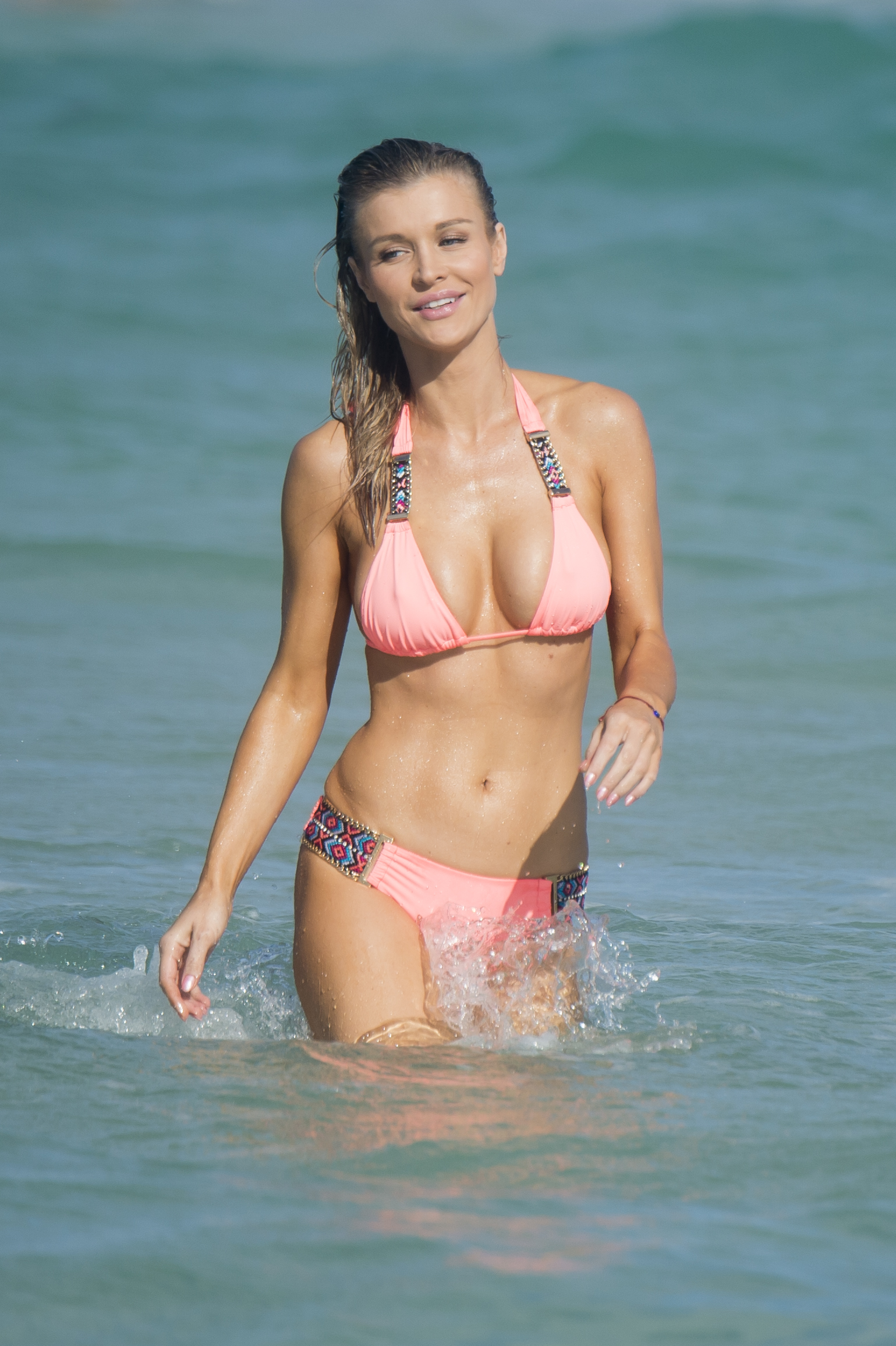 Supermodel Joanna Krupa made sure all eyes were on her as she showed off her perfect figure on Miami Beach (Photo credit: Splash News)