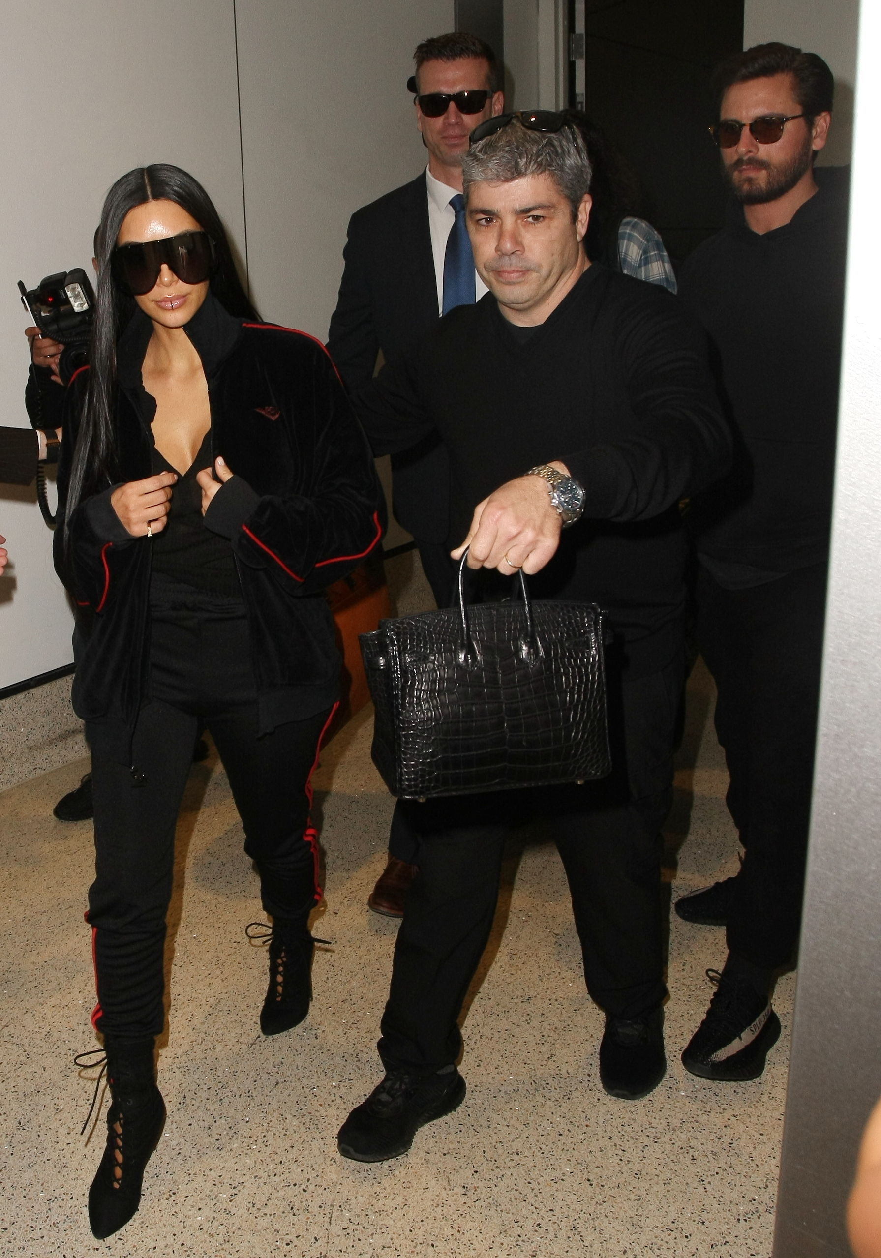 Kim Kardashian and Scott Disick jet out of LAX airport in Los Angeles. (Photo: Splash News)