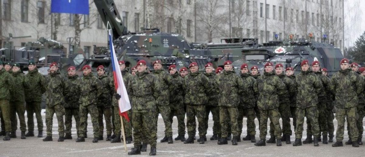 Netherlands' soldiers attend a ceremony to welcome the German battalion being deployed to Lithuania as part of NATO deterrence measures against Russia in Rukla, Lithuania February 7, 2017.  REUTERS/Ints Kalnins