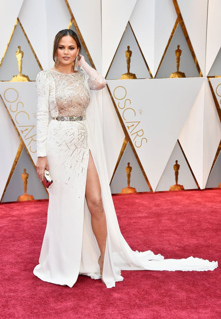 Chrissy Teigen strikes a pose for the cameras. (Photo credit: Getty Images)