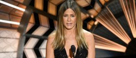 Jennifer Aniston Flashed So Much Leg At The Academy Awards That People Think She Deserves An Oscar