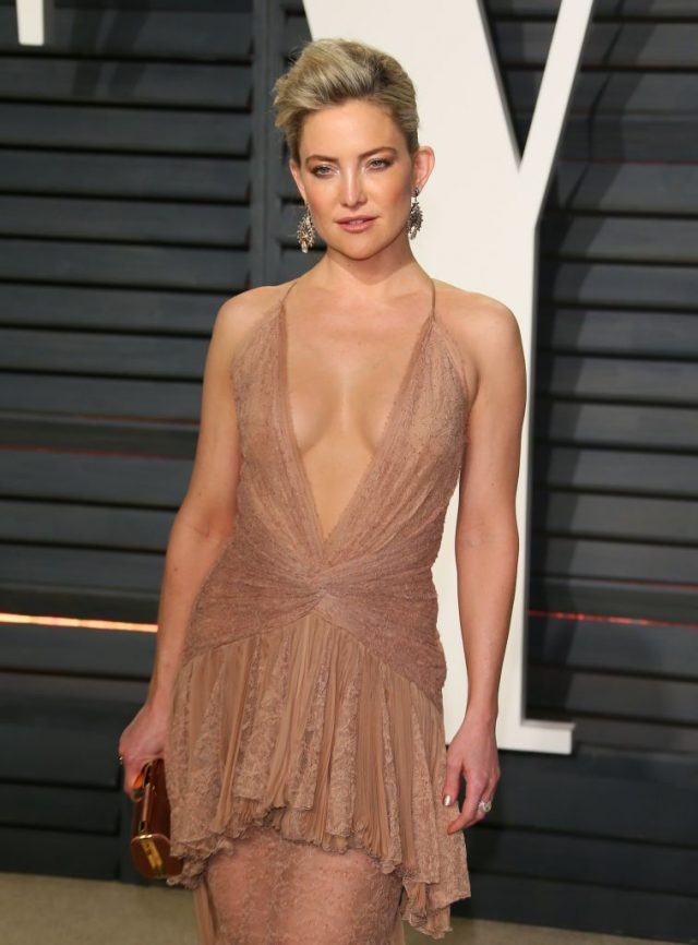 Kate Hudson arrives to the Vanity Fair Party following the 88th Academy Awards at The Wallis Annenberg Center for the Performing Arts in Beverly Hills, California, on February 26, 2017. (Photo credit: JEAN-BAPTISTE LACROIX/AFP/Getty Images)
