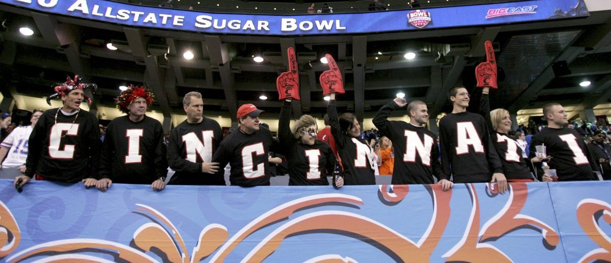University of Cincinnati fans cheer as the team runs out onto the field just before their NCAA Sugar Bowl football game in New Orleans, Louisiana January 1, 2010. REUTERS/Misty McElroy (UNITED STATES - Tags: SPORT FOOTBALL) - RTR28H7R