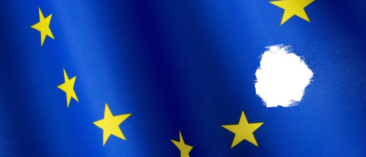 Missing star in European flag (Shutterstock/fotomarc)