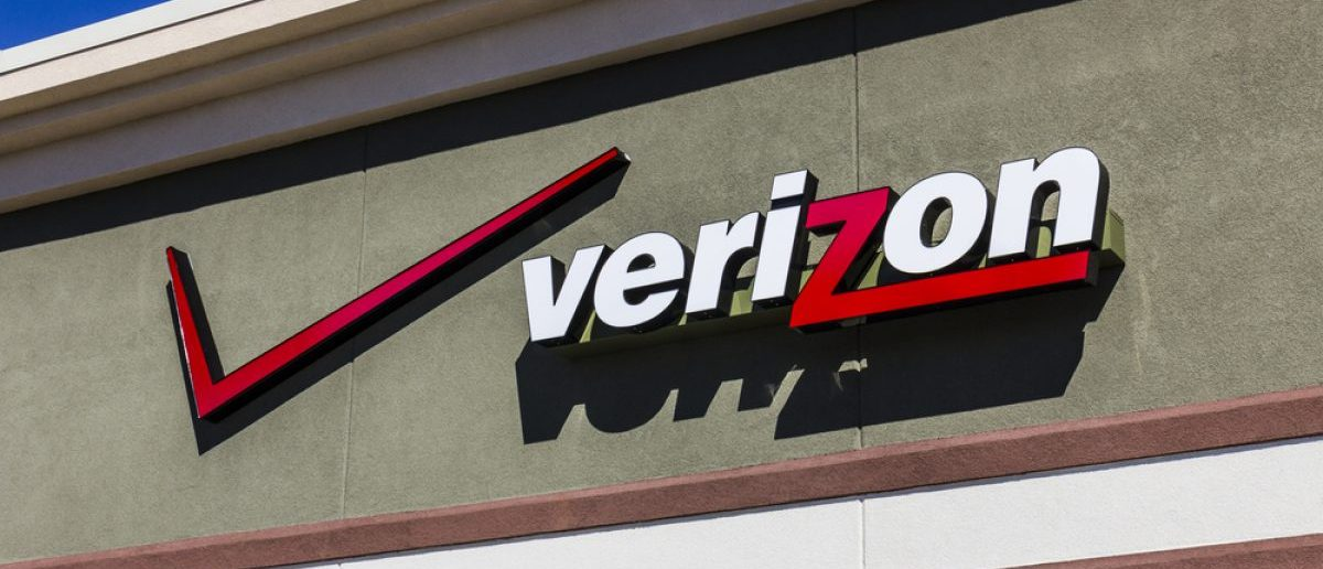 Ft. Wayne - Circa September 2016: Verizon Wireless Retail Location. [Jonathan Weiss / Shutterstock, Inc.]