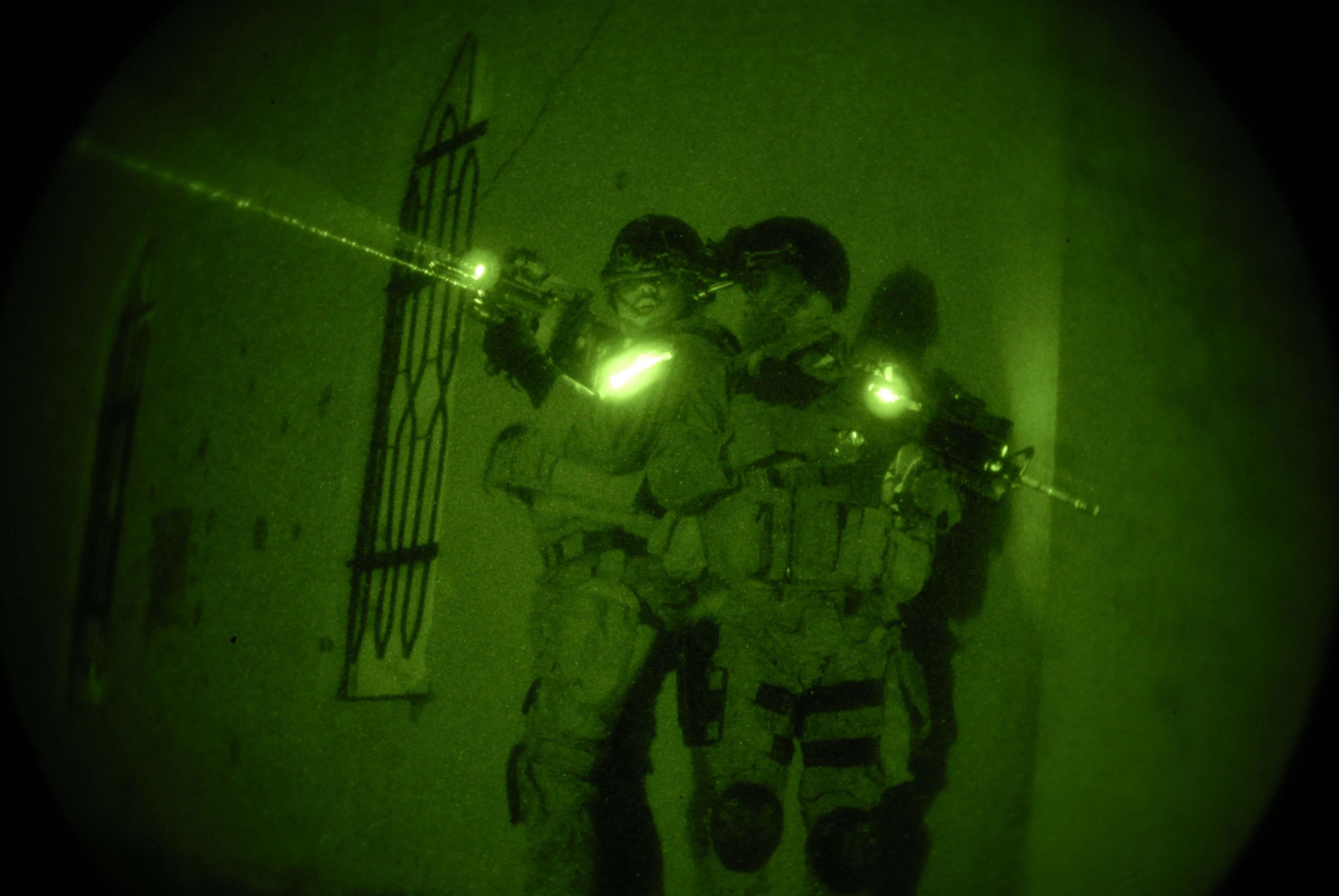 (U.S. Navy photo by Mass Communication Specialist 1st Class Michael B.W. Watkins)
