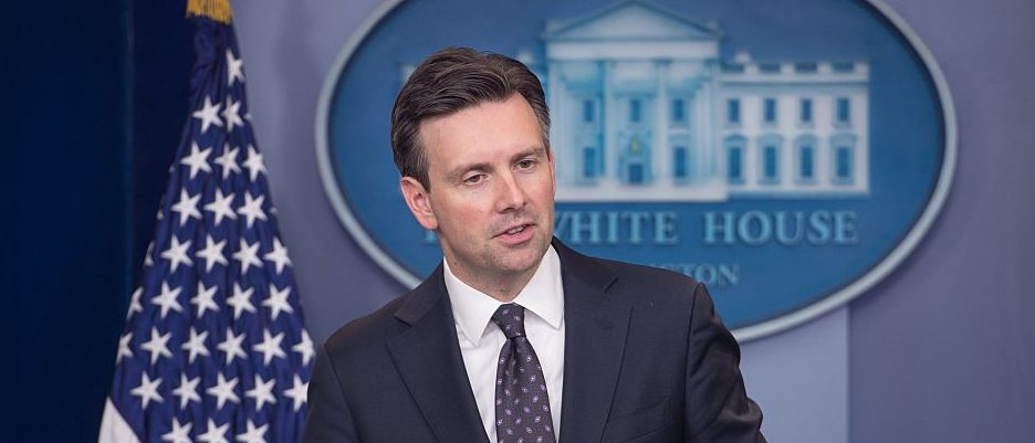 White House spokesman Josh Earnest speaks at the daily press briefing at the White House in Washington, D.C., on October 31, 2016. (Photo credit: NICHOLAS KAMM/AFP/Getty Images)
