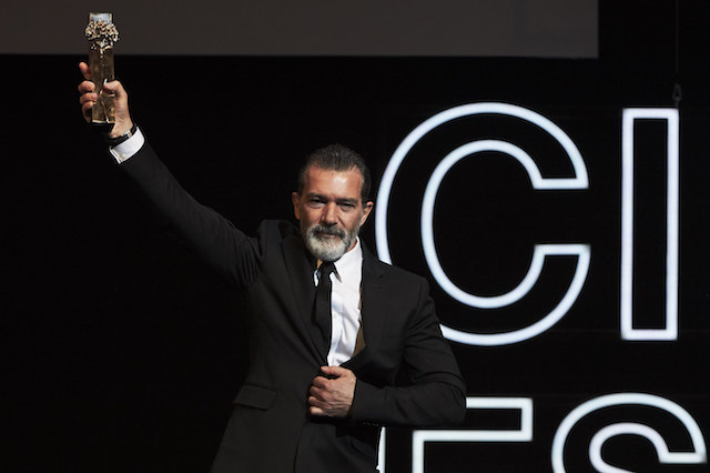 MALAGA, SPAIN - MARCH 25: Spanish actor Antonio Banderas receives the honorary Gold Biznaga award during the 20th Malaga Film Festival at the Cervantes Teather on March 25, 2017 in Malaga, Spain. (Photo by Carlos Alvarez/Getty Images)