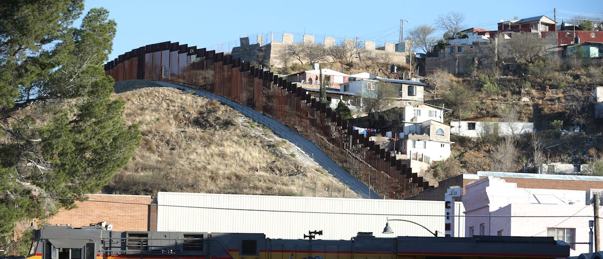 The border fence between Mexico and Nogales, Arizona, U.S., January 31, 2017. ( Photo: REUTERS/Lucy Nicholson)