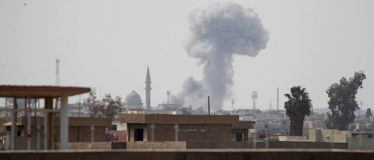 Smoke rises from clashes during a battle between Iraqi forces and Islamic State militants, in Mosul, Iraq March 27, 2017. REUTERS/Khalid al Mousily - RTX32WBG
