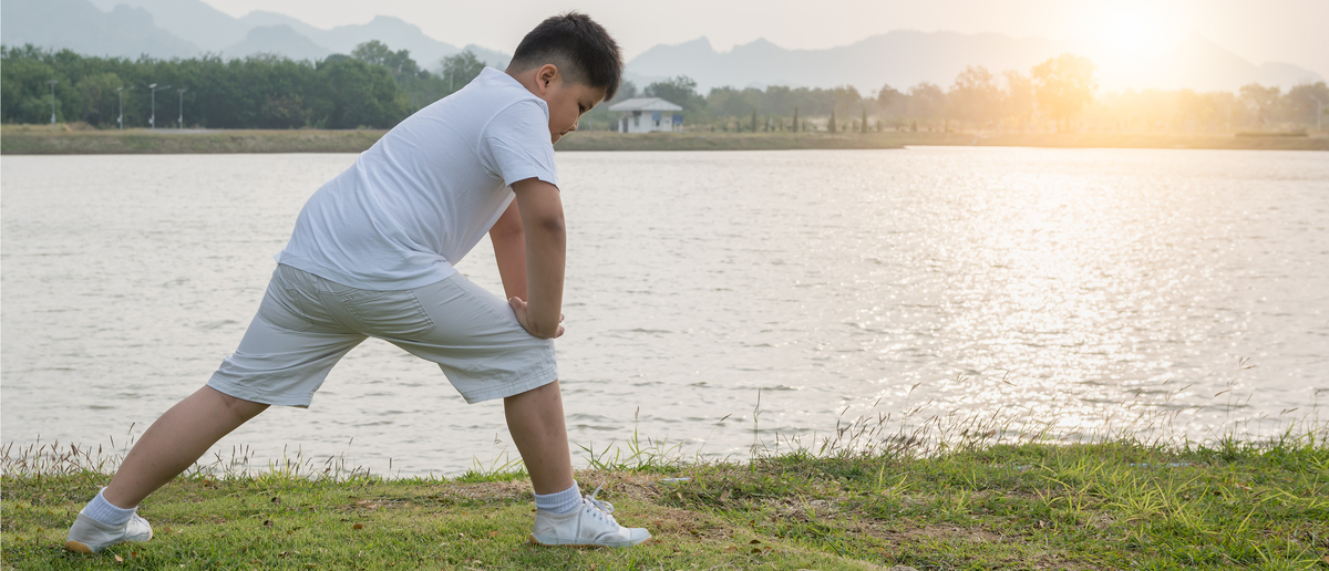 Fat kid stretching (Photo: Shutterstock/kwanchai.c)