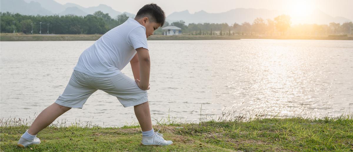 Fat kid stretching (Photo: Shutterstock/kwanchai.c)