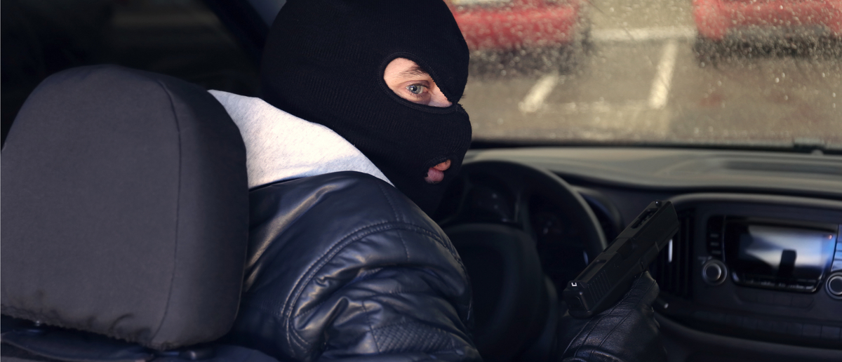 Car thief (Photo: Shutterstock/Africa Studio)