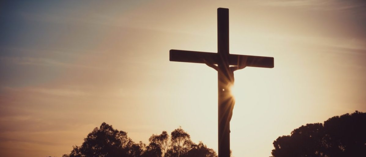 Jesus crucified on the cross (Shutterstock/Thoom)