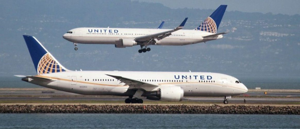 A United Airlines Boeing 787 taxis as a United Airlines Boeing 767 lands at San Francisco International Airport, San Francisco, California, U.S. on February 7, 2015. REUTERS/Louis Nastro