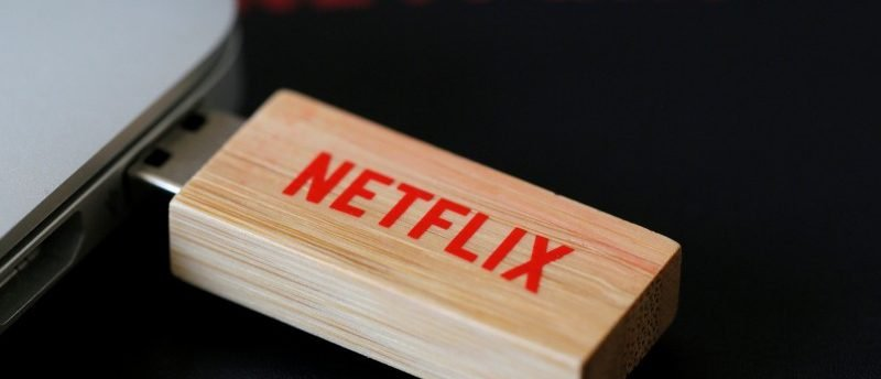 FILE PHOTO: An USB key with the logo of Netflix, the American provider of on-demand Internet streaming media, is seen in this illustration photo, in Paris September 15, 2014.  REUTERS/Gonzalo Fuentes/File Photo