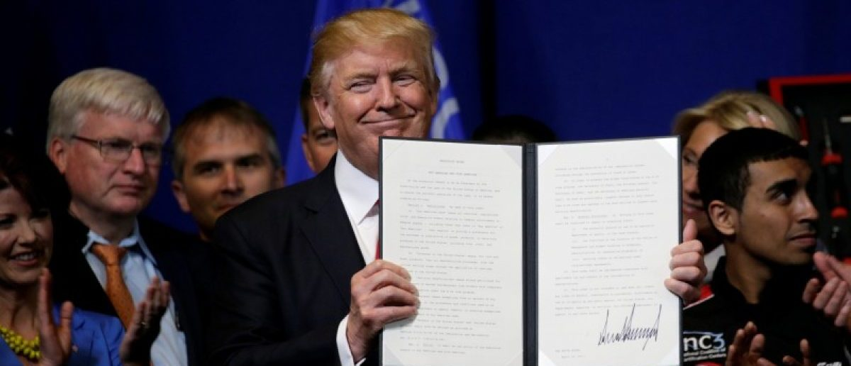 U.S. President Donald Trump smiles after signing an executive order directing federal agencies to recommend changes to a temporary visa program used to bring foreign workers to the United States to fill high-skilled jobs during a visit to the world headquarters of Snap-On Inc, a tool manufacturer in Kenosha, Wisconsin, U.S., April 18, 2017.  REUTERS/Kevin Lamarque