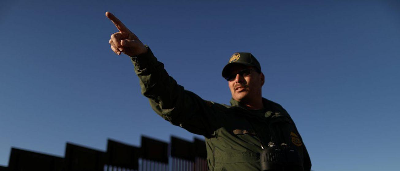U.S. Border Patrol Agent David Ruiz patrols the U.S. border with Mexico in Nogales, Arizona, U.S., January 31, 2017. Picture taken January 31, 2017. (PHOTO: REUTERS/Lucy Nicholson)