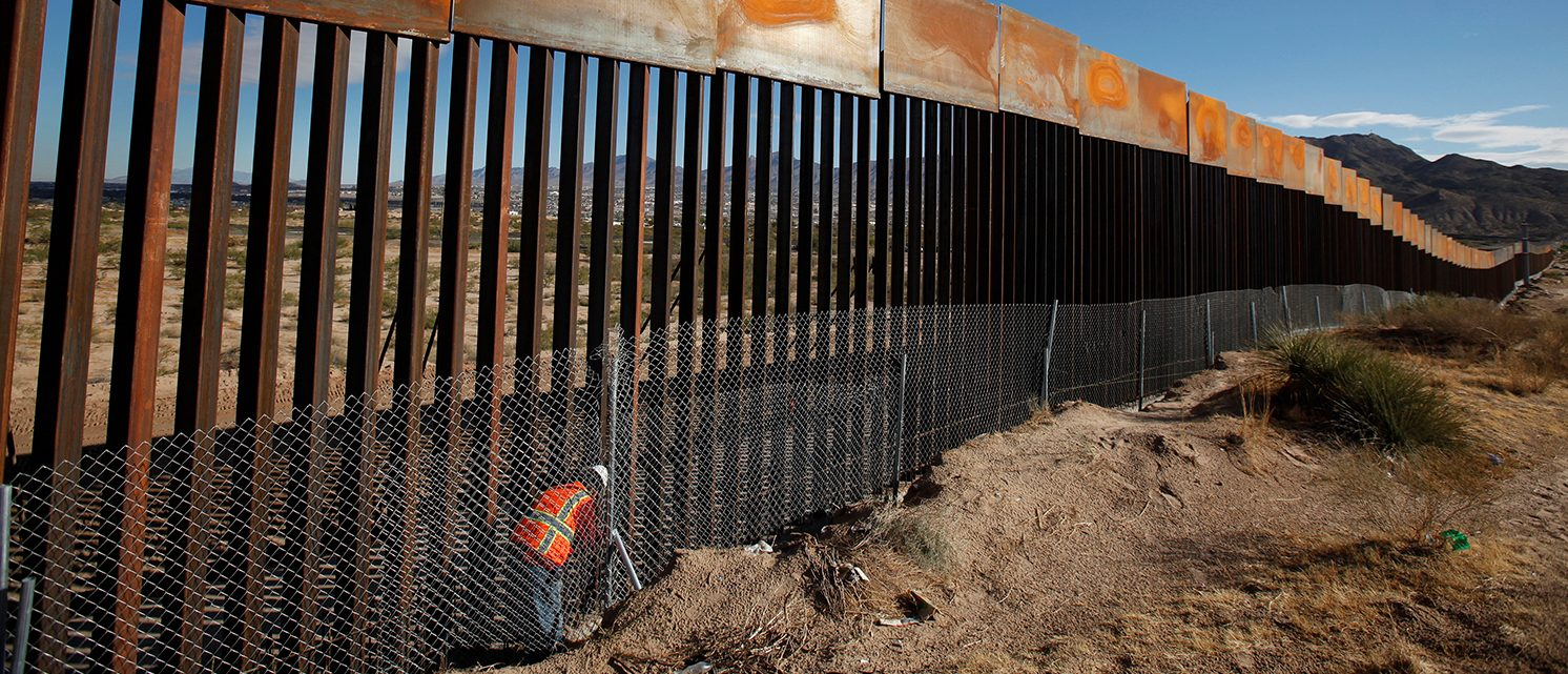 A U.S. worker inspects a section of the U.S.-Mexico border wall at Sunland Park, U.S. opposite the Mexican border city of Ciudad Juarez, Mexico, November 9, 2016. Picture taken from the Mexico side of the U.S.-Mexico border. (PHOTO: REUTERS/Jose Luis Gonzalez)