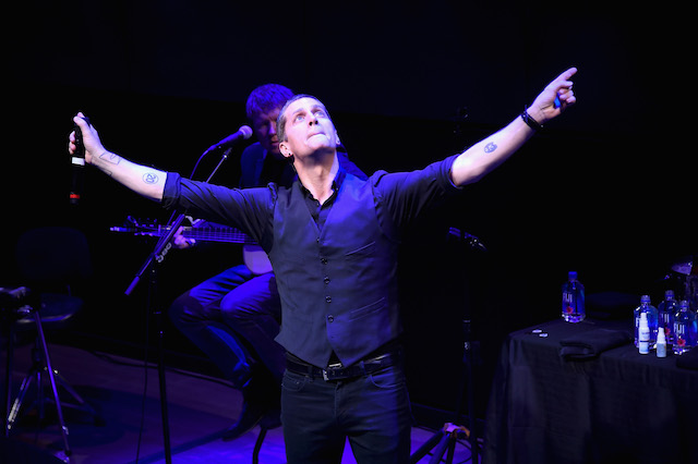 NEW YORK, NY - OCTOBER 25: Musician Rob Thomas performs on stage during an Evening with Rob Thomas to benefit Sidewalk Angels at Samsung 837 at Samsung 837 on October 25, 2016 in New York City. (Photo by Ilya S. Savenok/Getty Images for Samsung)