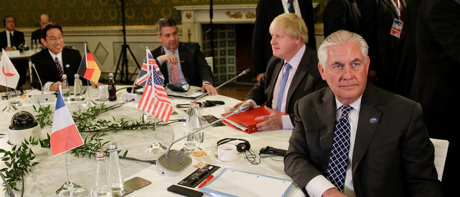 (R-L) U.S. Secretary of State Rex Tillerson, Britain's Foreign Secretary Boris Johnson, German Foreign Minister Sigmar Gabriel, and Japanese Minister of Foreign Affairs Fumio Kishida attend roundtable talks during a G7 for foreign ministers in Lucca, Italy April 11, 2017. (PHOTO: REUTERS/Max Rossi )