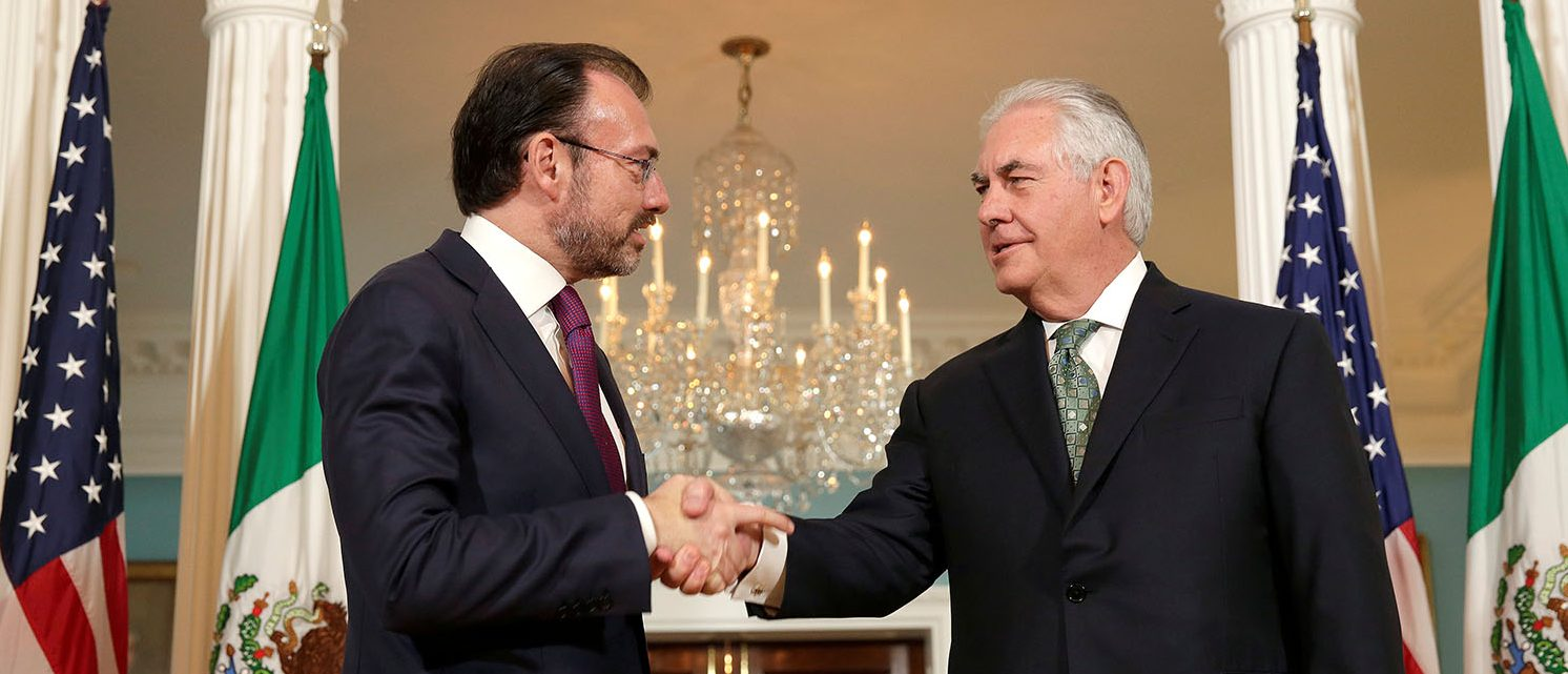 U.S. Secretary of State Rex Tillerson shakes hands with Mexican Foreign Minister Luis Videgaray at the State Department in Washington, U.S., April 5, 2017. (PHOTO: REUTERS/Joshua Roberts)