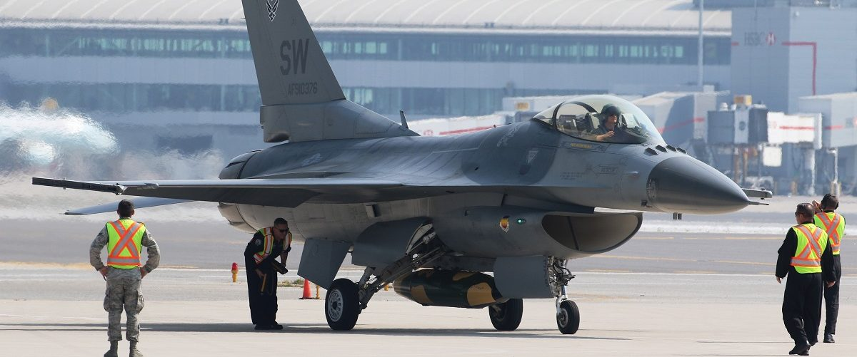 Airport personnel guide an F-16C Fighting Falcon form the 79th Fighter Squadron, Shaw Airforce Base, South Carolina, during media day for the Canadian International Air Show at Pearson Airport in Toronto, Ontario, September 3, 2015. REUTERS/Louis Nastro.