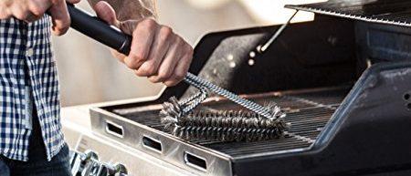 This grill brush has a heavy duty handle (Photo via Amazon)