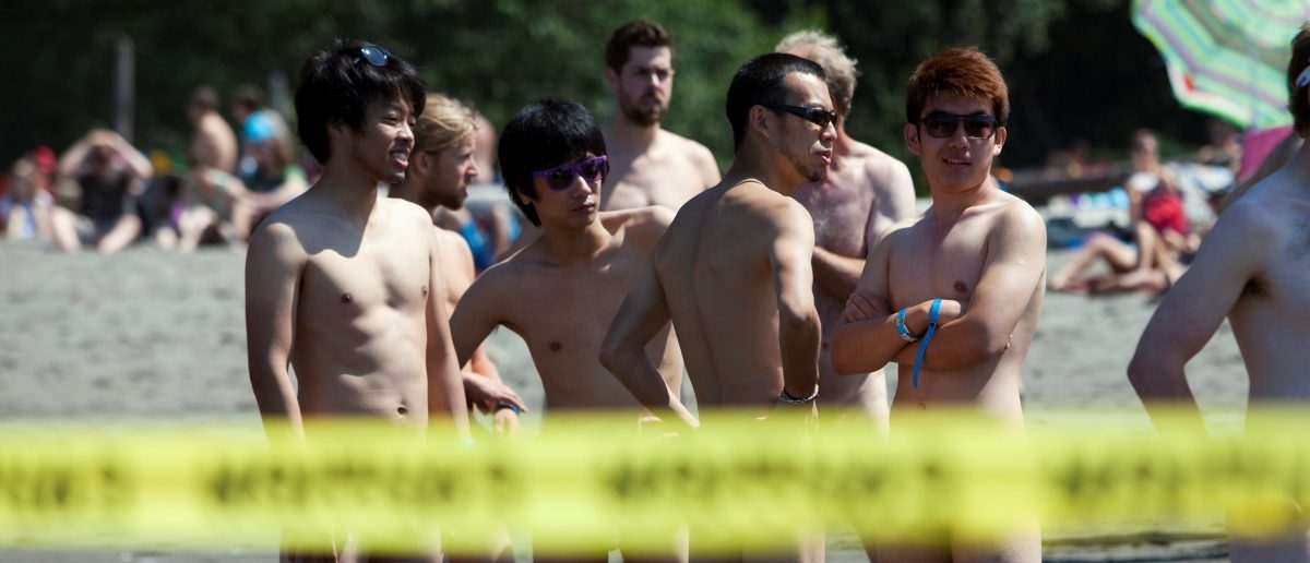 RTX11UHF 21 Jul. 2013 Vancouver, Canada Participants are pictured before the 17th annual Wreck Beach Bare Buns Run on Wreck Beach, Vancouver July 21, 2013. The annual run raises public awareness of the wholesomeness of naturism and is always held at the clothing-optional Wreck Beach in Vancouver. REUTERS/Ben Nelms (CANADA - Tags: SPORT ATHLETICS SOCIETY) TEMPLATE OU