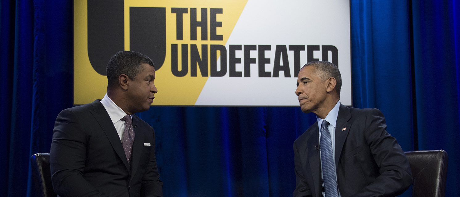 US President Barack Obama (R) is interviewed by Stan Verrett (L) as he participates in a student forum hosted by ESPN at North Carolina A&T State University in Greensboro, North Carolina, October 11, 2016. (PHOTO: AFP / JIM WATSON)