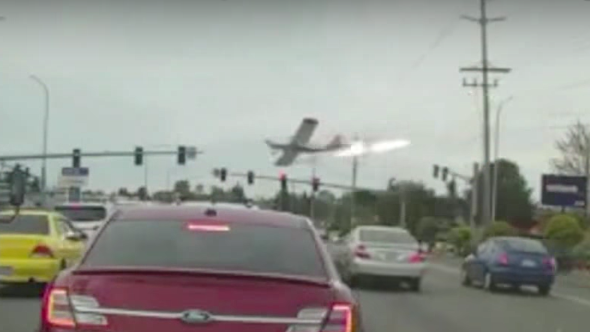 Small aircraft crashes onto busy Seattle street (Photo: Screenshot/Fox News)