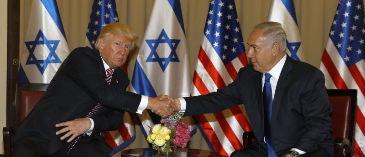 U.S. President Donald Trump (L) shakes hand with Israeli Prime Minister Benjamin Netanyahu during their meeting at the King David Hotel in Jerusalem May 22, 2017. REUTERS/Menahem Kahana/Pool