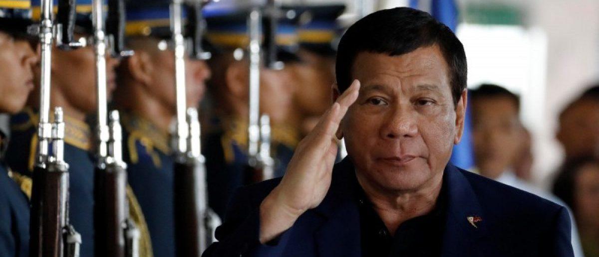 Philippine President Rodrigo Duterte salutes the honor guards upon arrival from Russia at the Ninoy Aquino International airport in Paranaque, Metro Manila, Philippines May 24, 2017. REUTERS/Erik De Castro