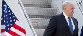 Sergey Kislyak, Russia's ambassador to the United States, arrives at Dulles International Airport in Chantilly, Virginia, U.S., May 18, 2012.  REUTERS/Joshua Roberts/Files