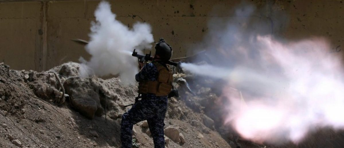 An Iraqi Federal Police member fires an RPG towards Islamic State militants during a battle in western Mosul, Iraq, May 28, 2017. REUTERS/Alaa Al-Marjani