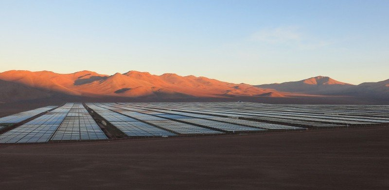 FILE PHOTO: Solar panels are seen in the Atacama Desert, Chile June 5, 2014. REUTERS/Fabian Andres Cambero/File Photo