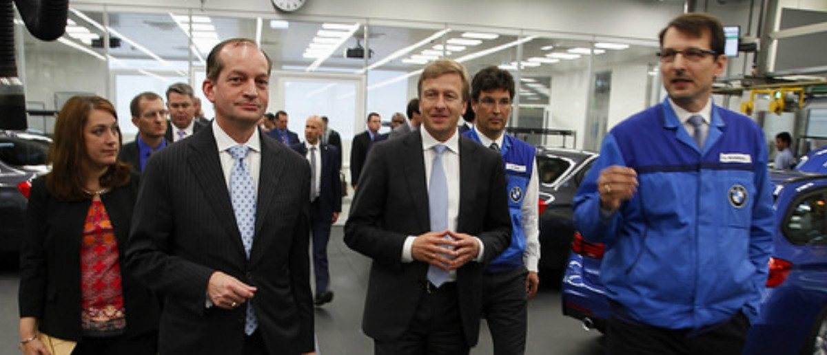 Secretary of Labor Alex Acosta tours a BMW facility in Germany (Flickr/US DOL)