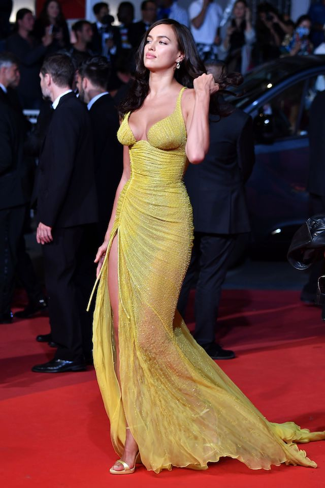 Russian model Irina Shayk arrives on May 23, 2017 for the screening of the film 'Hikari' (Radiance) at the 70th edition of the Cannes Film Festival in Cannes, southern France. / AFP PHOTO / Alberto PIZZOLI (Photo credit should read ALBERTO PIZZOLI/AFP/Getty Images)