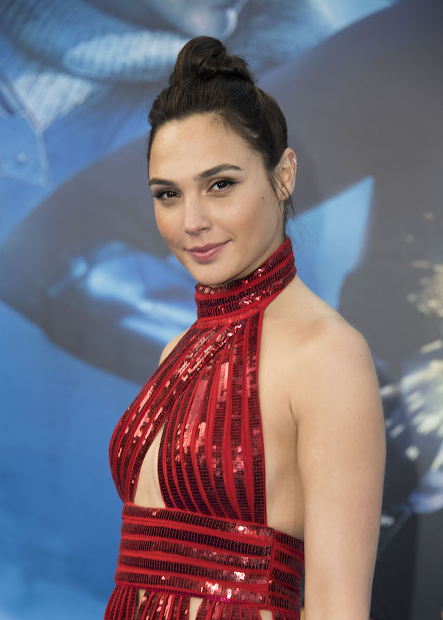 "ctress Gal Gadot attends the world premiere of ""Wonder Woman"" at the Pantages on May 25, 2017 in Hollywood, California. / AFP PHOTO / VALERIE MACON (Photo credit should read VALERIE MACON/AFP/Getty Images)"
