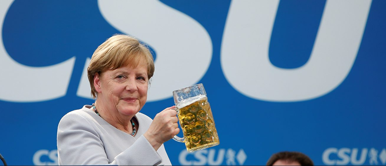 German Chancellor and head of the Christian Democratic Union (CDU) Angela Merkel toasts during the Trudering festival in Munich, Germany, May 28, 2017. (PHOTO: REUTERS/Michaela Rehle)