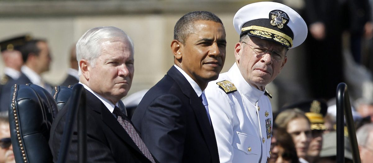 U.S. President Barack Obama (C) and Chairman of the Joint Chiefs of Staff Admiral Mike Mullen (R) participate in a farewell ceremony for retiring U.S. Defense Secretary Robert Gates (L) at the Pentagon near Washington, June 30, 2011. Gates will be replaced by former CIA Director Leon Panetta. REUTERS/Jason Reed