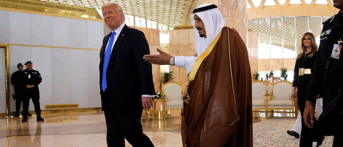 Saudi Arabia's King Salman bin Abdulaziz Al Saud (C) welcomes U.S. President Donald Trump (L) and first lady Melania Trump (R) to a tea ceremony in the Royal Terminal after they arrived aboard Air Force One at King Khalid Airport International in Riyadh, Saudi Arabia May 20, 2017. REUTERS/Jonathan Ernst
