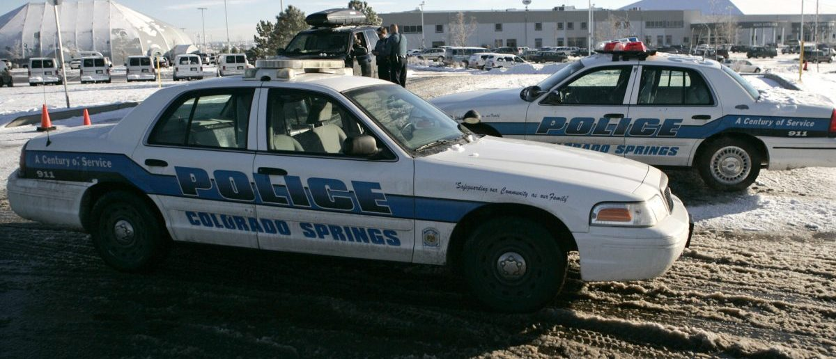 Colorado Springs police officers stage their vehicles outside the New Life Church in Colorado Springs, Colorado, December 9, 2007. At least four people were shot in the parking lot of a large Colorado evangelical church on Sunday in the second shooting in a day linked to a religious community in the state. REUTERS/Nathan W. Armes