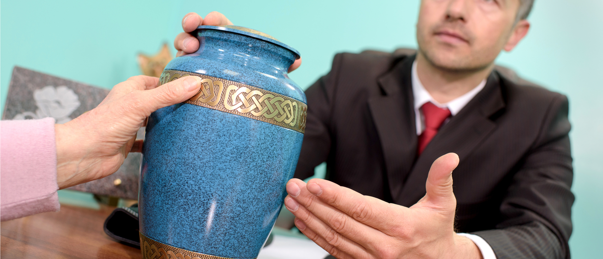 Cremated remains in a human-ash-holding urn (Photo: Shutterstock/Phovoir)