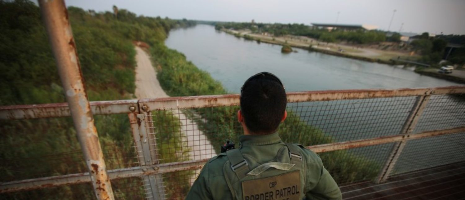 A U.S. border patrol agent looks over the Rio Grande river at the border between United States and Mexico, in Roma, Texas, U.S., May 11, 2017. REUTERS/Carlos Barria