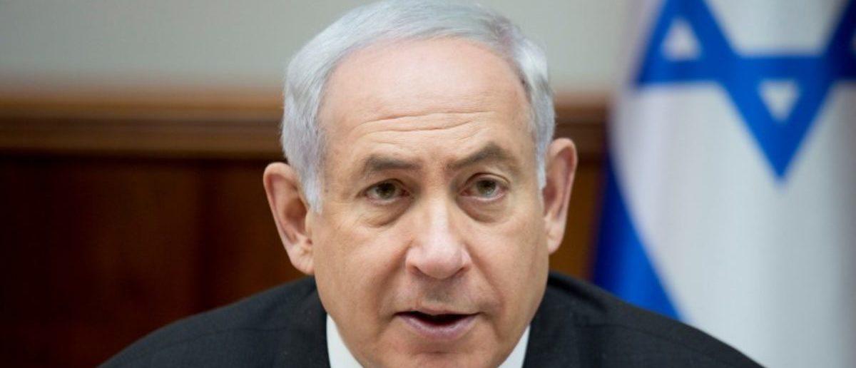 FILE PHOTO: Israeli Prime Minister Benjamin Netanyahu chairs a weekly cabinet meeting at his office in Jerusalem June 11, 2017. REUTERS/Ariel Schalit/Pool/File Photo