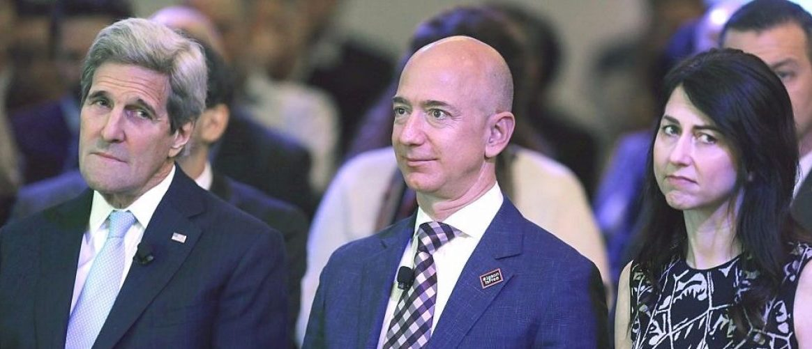 WASHINGTON, DC - JANUARY 28: U.S. Secretary of State John Kerry, Amazon founder and Washington Post owner Jeff Bezos and his wife MacKenzie Bezos participate in the opening ceremony of the newspaper's new location January 28, 2016 in Washington, DC. Kerry and Bezos worked to help free Post reporter Jason Rezaian after he spent 18 months in an Iranian prison after he was jailed and tried in secret for espionage. (Photo by Chip Somodevilla/Getty Images)