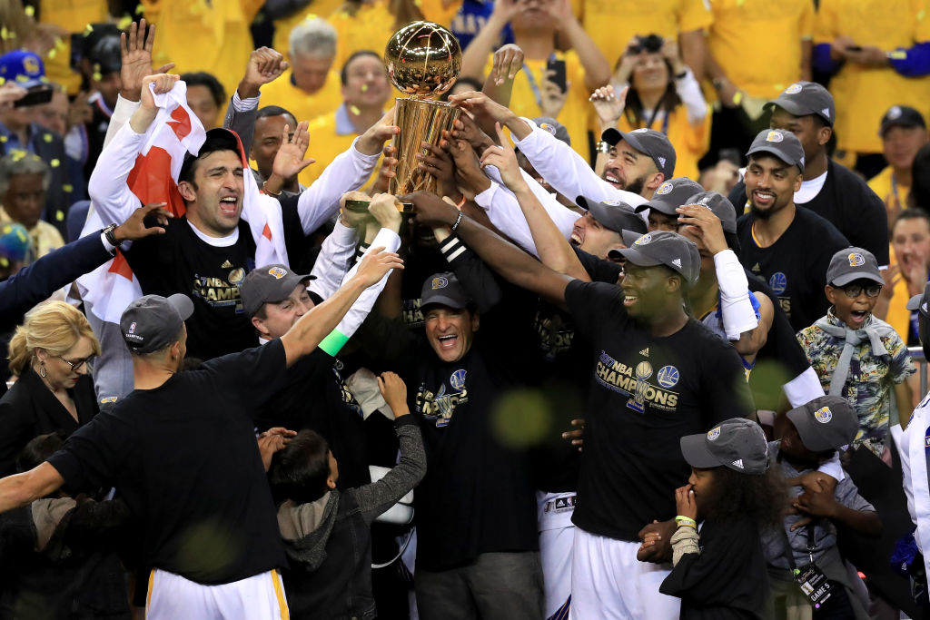 Despite false reports that the Golden State Warriors have unanimously  decided to forgo a visit to the White House in recognition of their NBA  championship, ...