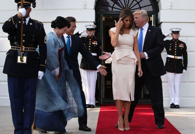 WASHINGTON, DC - JUNE 29: U.S. President Donald Trump (R) and first lady Melania Trump (3rd L) welcome South Korean President Moon Jae-in (2nd L) and his wife Kim Jung-sook (L) during an arrival at the South Portico of the White House June 29, 2017 in Washington, DC. President Moon is on a three-day visit in Washington. (Photo by Alex Wong/Getty Images)